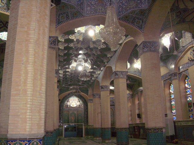 Современная мечеть в одном из новых районов города