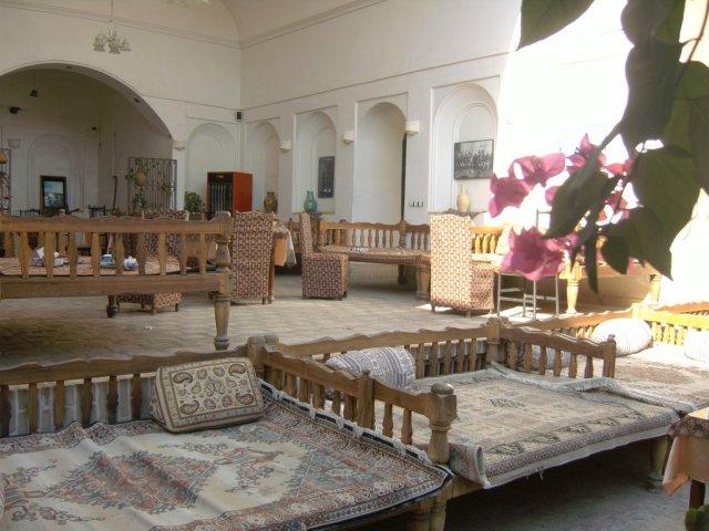 Ресторан отеля в традиционном персидском стиле