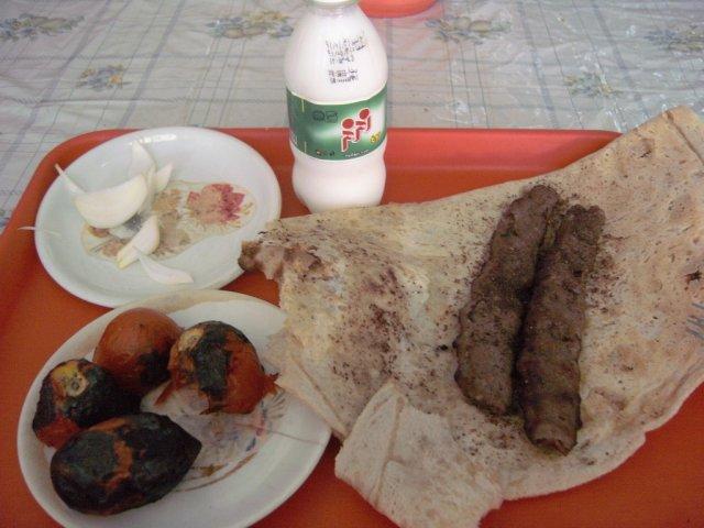 Моя порция кебаба в закусочной