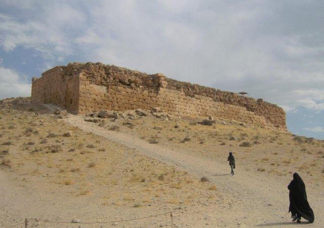 Крепость Тал-е Такхт с троном матери Соломона