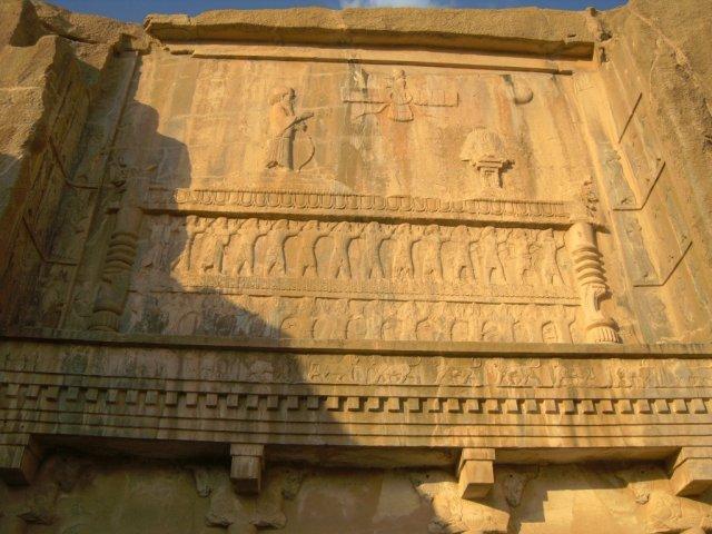 Барельефы над гробницей Артаксеркса IІ