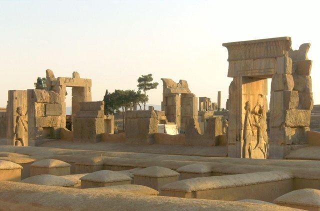 Среди руин дворцов Персеполиса