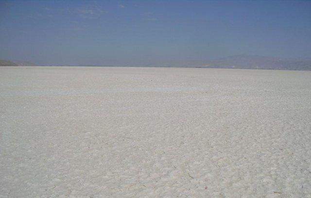 Сухие соленые озера в средней части Ирана