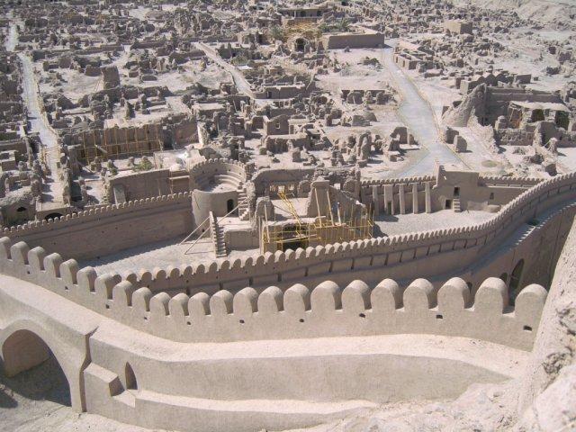 Средневековый Арг-е Бам построен из необожженного кирпича и глины