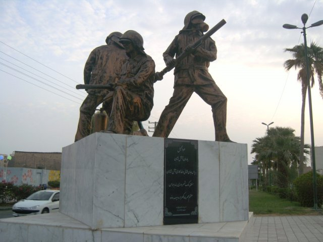 Памятник пожарным в Бандар-Аббасе