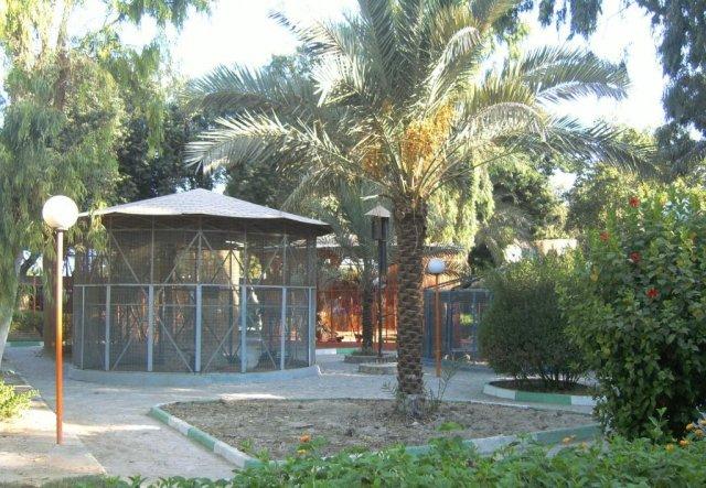Парк с зоопарком в Бушере