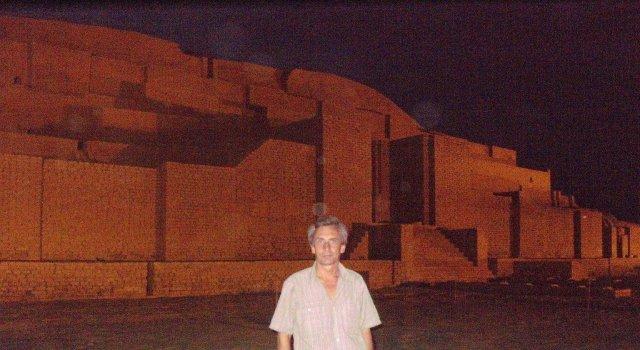 Вечерний обход ступенчатой пирамиде в Чока Занбил