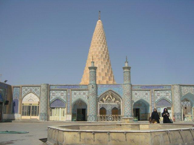 Религиозный комплекс с впечатляющей конической гробницей пророка Даниила
