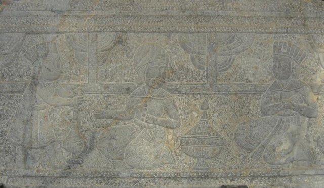 Барельефы, изображающие сцены из жизни в Персии