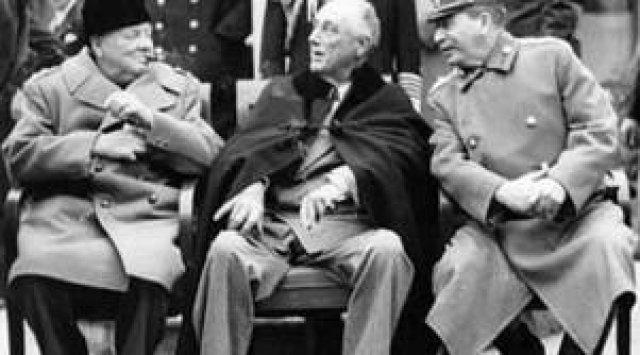 Черчиль (Великобритания), Рузвельт (США) и Сталин (СССР) на конференции в Тегеране