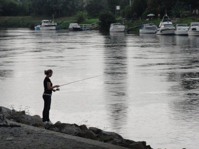 Ловись, рыбка, большая и маленькая в чешской реке Эльбе!