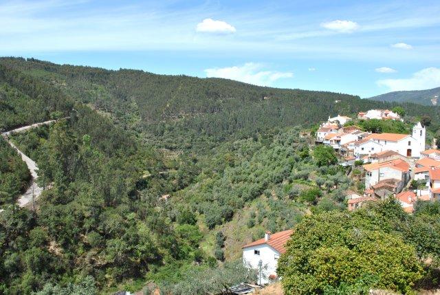 Вид на Алвару и холмы вокруг.