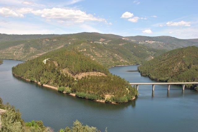 Река Зезере у Алвару.