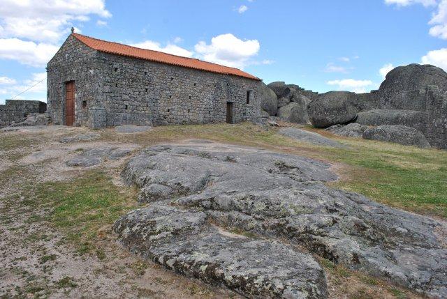 Крепость Монсанту. Старинный тамплиерский храм внутри.