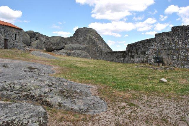 Крепость Монсанту изнутри.