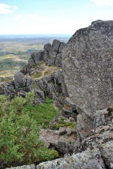 На вершине горы возле крепости Монсанту.
