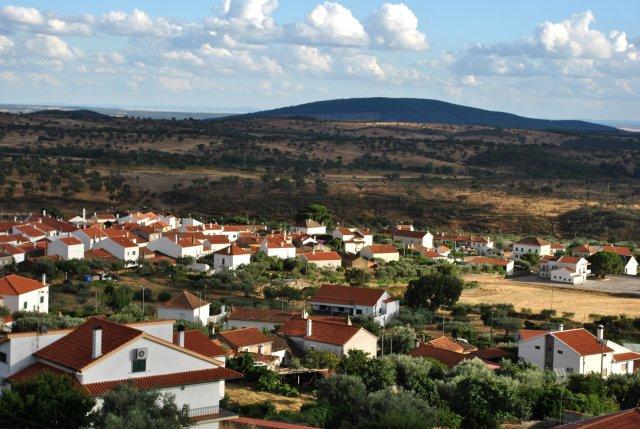 Вид из Пенья Гарсиа на равнину вокруг Монсанту.