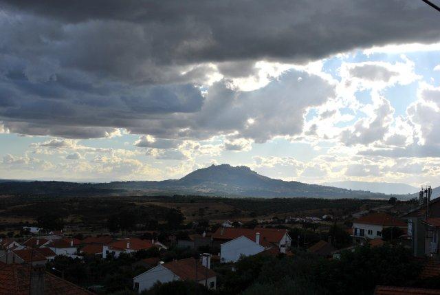Вид из Пенья Гарсиа на Монсанту.