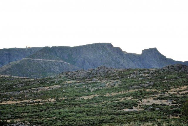 Вид на гору Торре (это на её вершине заметны башенки).