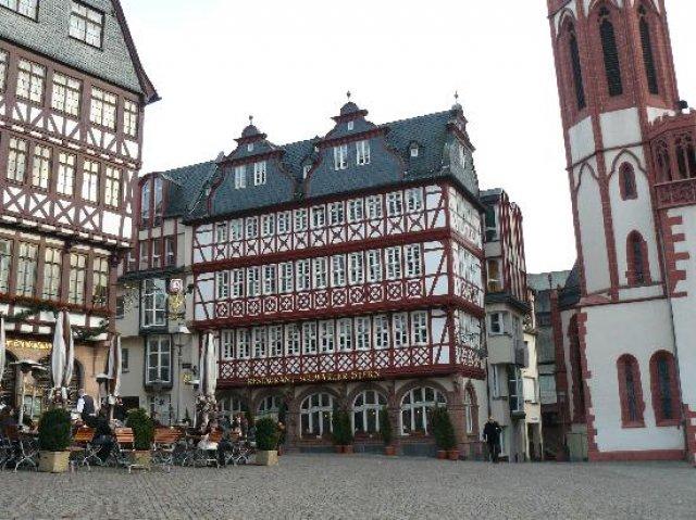 Франкфурт-на-Майне, одна из сторон Рёмерплатц