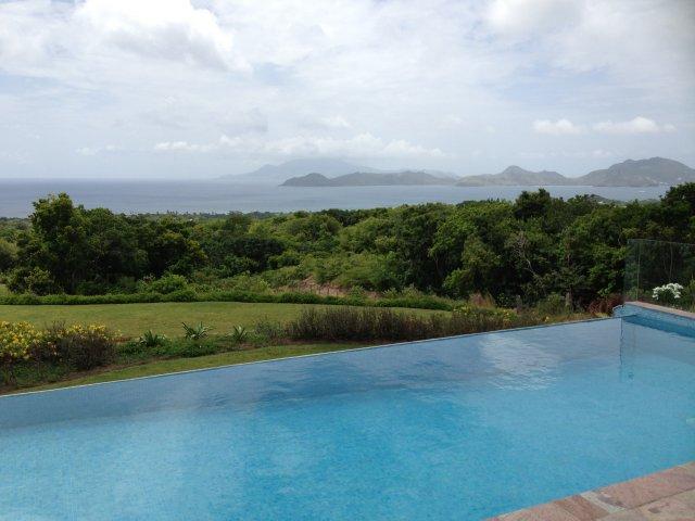 Вид с Невиса на Сент Китс, с виллы