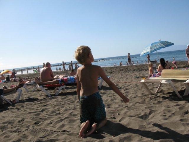 Пляж Ла Троя с чёрным песком