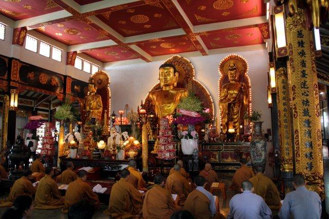 Вьетнам, в буддийском храме