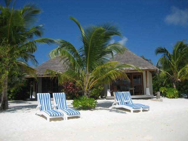 Пляж у бунгало, Мальдивы