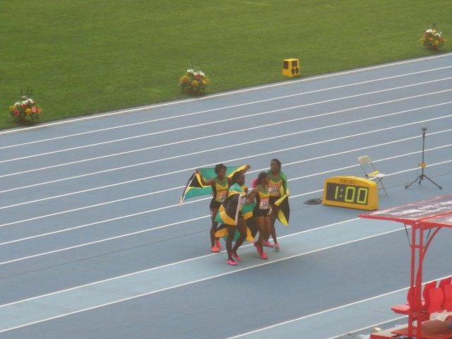 Женская команда Ямайки позирует