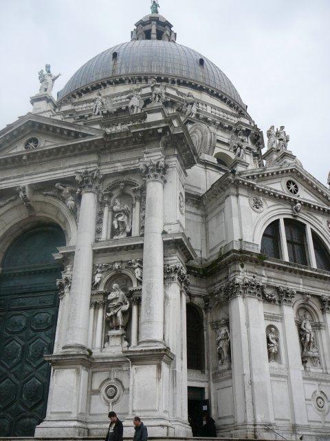 Внутри церкви - работы Тициана