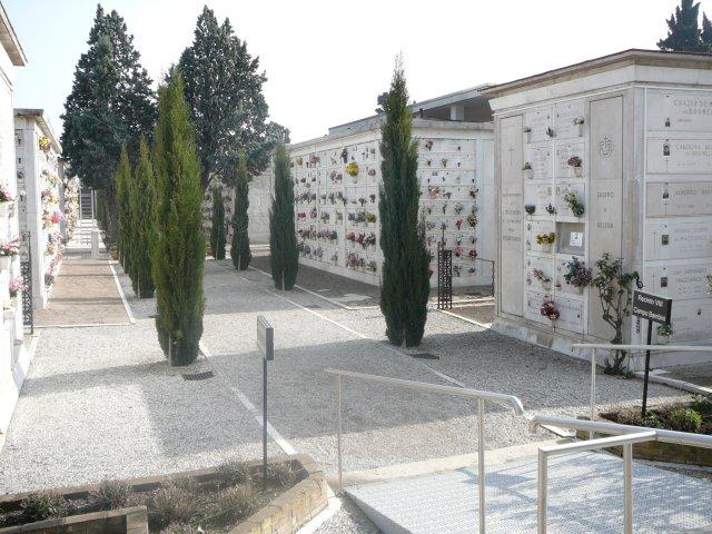 о.Сан-Микеле. Колумбарии, куда переносят прах и освобождают  место для новых захоронений