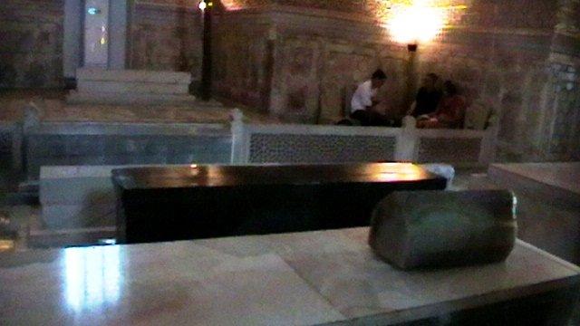 Нефритовое надгробие Тимура Тамерлана
