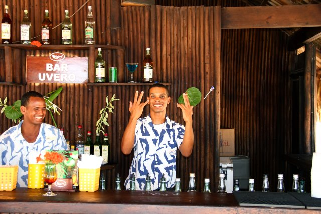 бар на пляже, персонал - супер