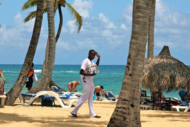 продавец экскурсий на пляже