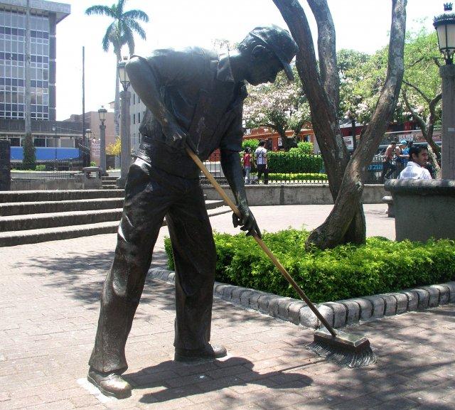 Скульптура труженикам нелегкого труда