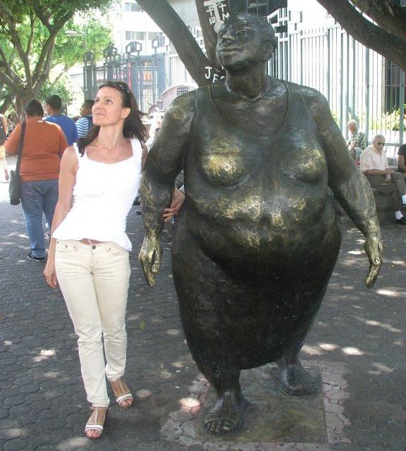 скульптура та, что справа