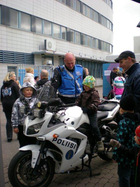 Во дворе полицейского участка в День города