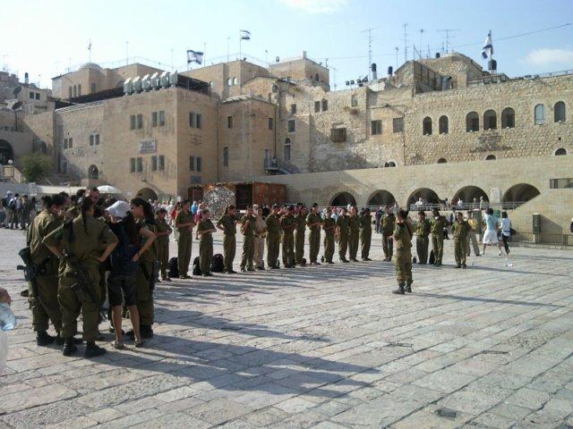 Армия девушек Израиль