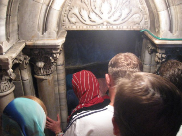 Вход в пещеру Рождества Иисуса Христа
