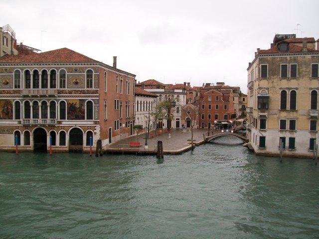 Вид на канал из отеля Палаззетто Пизани