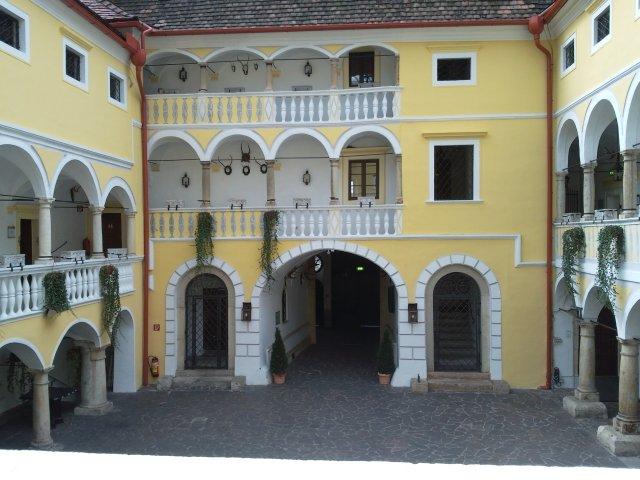 Внутренний двор гостницы-замка