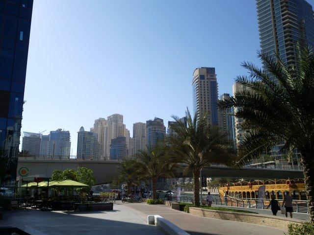 Дубай Марина . Вид с противоположного берега.