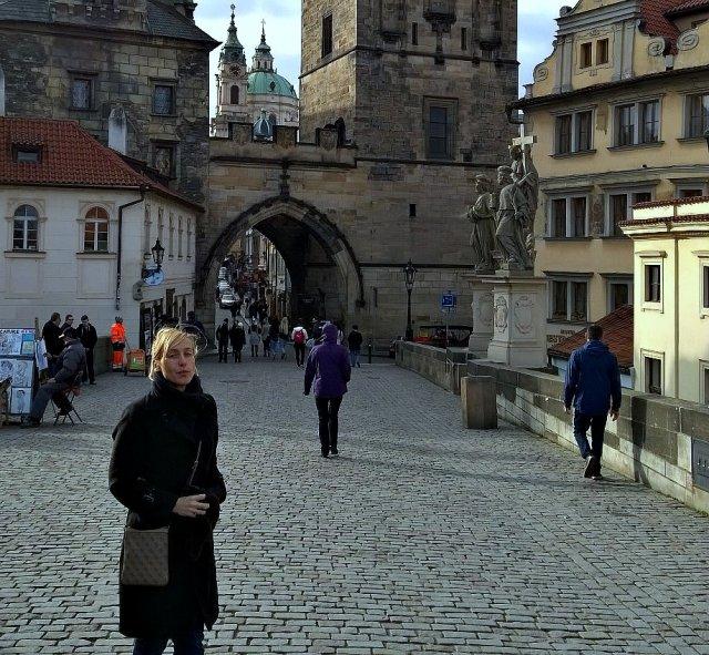 Прага. Туристы по старинным мостовым