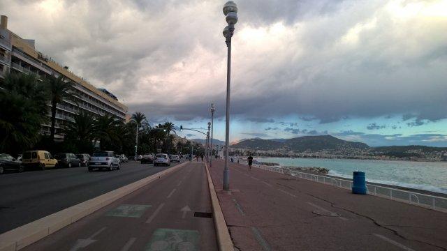 вдоль моря