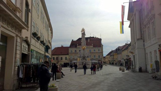 Колонна Троицы, расположенная на Ратушной площади