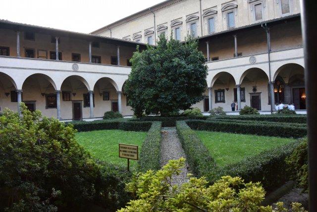 Внутренний дворик Капеллы Медичи