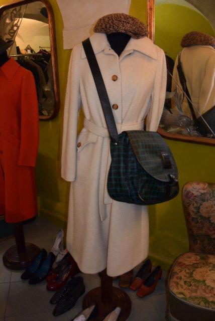 Этому пальто от Диор - почти 50 лет