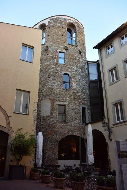 Отель Брунелески (Brunelleschi). Мы в нем не жили, но он нам понравился.