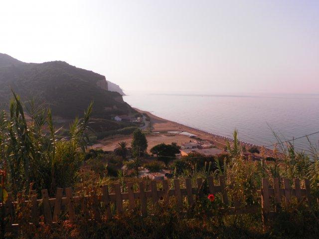 Вид на пляж из нашей виллы