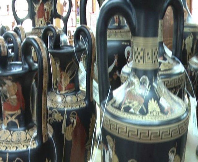 В лавке керамических изделий